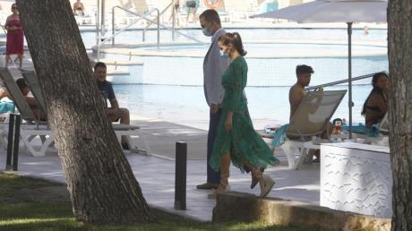 König Felipe und Königin Letizia besuchen ein Hotel auf Mallorca.