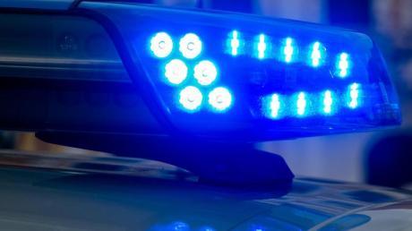 Die Polizei hat in Augsburg einen 36-Jährigen festgenommen. Symbolbild