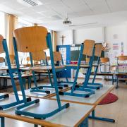 Und schon ist es wieder vorbei mit dem Unterricht: An mehreren Schulen in Bayern müssen Kinder in Quarantäne.