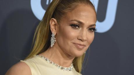 «Ihr seid zu mehr auserwählt worden, als nur auf das College zu gehen und einen Job anzunehmen. Ihr seid dazu auserwählt worden, die Welt zu verändern», sagt Jennifer Lopez.