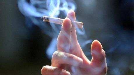 Nur 5,6 Prozent der Befragten unter den 12- bis 17-Jährigen geben an, ständig oder gelegentlich zu rauchen.