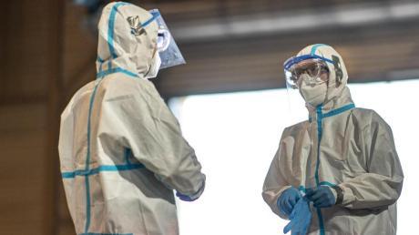 Corona-Testzentrum: Die meisten Neuinfektionen pro 100.000 Einwohner innerhalb einer Woche verzeichnet weiterhin der nordrhein-westfälische Kreis Gütersloh.