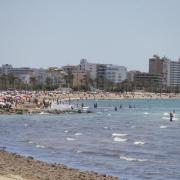 Mallorca und die anderen Balearen-Inseln führen eine strenge Maskenpflicht ein. Pools und Strände sollen aber davon ausgenommen sein.