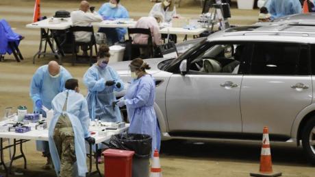 Corona-Test in einer provisorischen Drive-in-Station im US-Bundesstaat Tennessee.