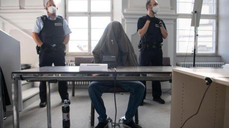 Der 27-Jährige hat gestanden - das Gericht verurteilt ihn zu 15 Jahren Haft.