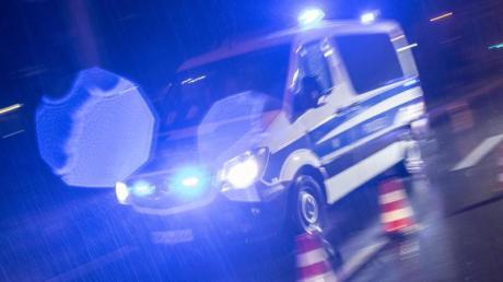 Ein Polizeifahrzeug imEinsatz.