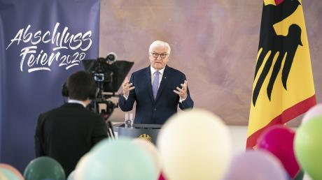 """Bundespräsident Frank-Walter Steinmeier ehrt die Schulabsolventen mit einer Videobotschaft für die Onlinekampagne """"Abschlussfeier 2020""""."""