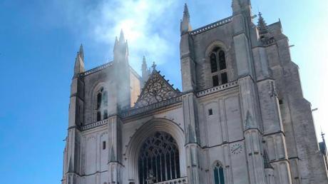 In der Kathedrale der westfranzösischen Stadt Nantes ist ein Feuer ausgebrochen.