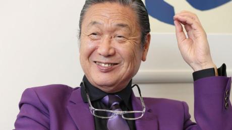 Der japanische Modedesigner Kansai Yamamoto 2017 in Tokio.