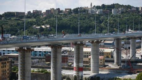 Blick auf die neue Brücke von Genua. Zur Einweihung sind knapp 500 Gäste geladen.