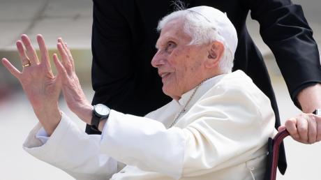 Papst Benedikt XVI. bei seiner Rückreise von Regensburg nach Rom.