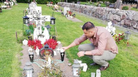 Alan Shamoun kommt regelmäßig auf den Friedhof von Spånga im Norden der schwedischen Hauptstadt Stockholm. Dort liegt seine Mutter begraben, die im März an Covid-19 starb. In letzter Zeit wurden viele neue Gräber dort aufgeschüttet – die meisten für Opfer des Coronavirus.