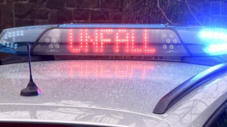 In Megesheim hat ein Betrunkener die Kontrolle über sein Auto verloren. Einsatzkräfte waren im Einsatz.