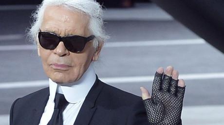 Mode-Designer Karl Lagerfeld nach einer Chanel-Schau auf der Paris Fashion Week im Jahr 2013.