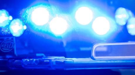 Bei Hohenaltheim ist es zu einem Unfall zwischen einem Traktorgespann und einem Auto gekommen.