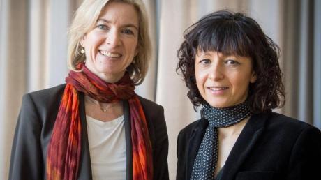 Die amerikanische Biochemikerin Jennifer A. Doudna (l.) und die französische Mikrobiologin Emmanuelle Charpentier.