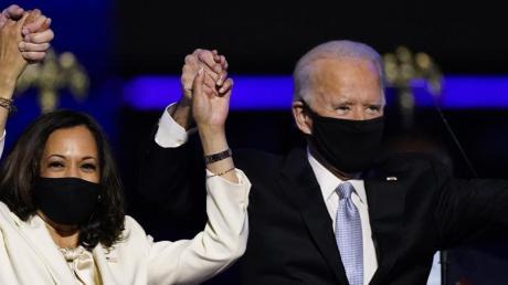 Joe Biden (r, «President Elect») und Kamala Harris («Vicepresident Elect») feiern - und werden gefeiert, auch von vielen Künstlern.