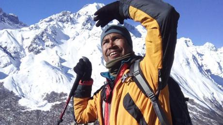 Khim Lal Gautam auf der Mission zur Messung der Höhe des Mount Everest.
