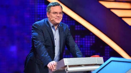 """""""Schlag den Star"""": Claudia Effenberg gegen Carmen Geiss. Elton moderiert das Duell. Alle Infos zur Sendung erhalten Sie hier in der Vorschau."""