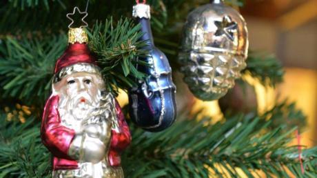 Eine Weihnachtstanne aus Thüringen schmückt in diesem Jahr zur Weihnachtszeit den Pariser Platz vor dem Brandenburger Tor in Berlin.
