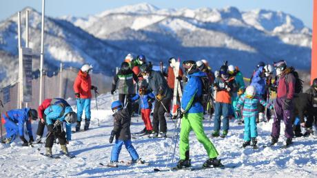 Trotz allen Wirbels und der teils massiven Kritik im In- und Ausland: Die Skilifte bleiben in Österreich auch im Corona-Winter offen.