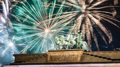 Silvester vor einem Jahr am Brandenburger Tor. In diesem Jahr wird es nicht nur dort anders aussehen.