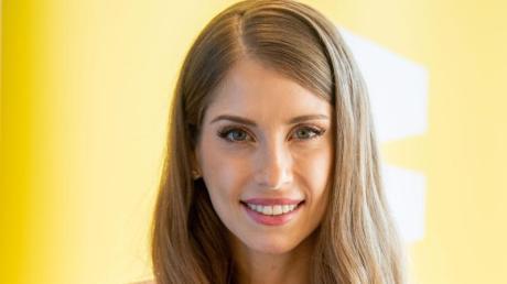 """Kampf der Realitystars – Schiffbruch am Traumstrand"": Moderatorin Cathy Hummels im Porträt."