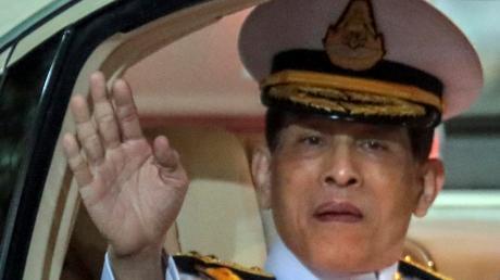 Der König von Thailand kämpft mit Problemen in seinem Heimatland und bekommt jetzt auch in Deutschland Gegenwind.