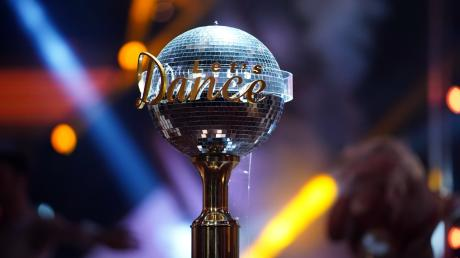 """Welcher der Kandidaten wird sich 2021 den """"Let's Dance""""-Pokal sichern können? Wir stellen Ihnen alle Teilnehmer vor. Wer ist raus?"""