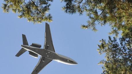 Über Funk Kontakt unter anderem zu Passagier- und Transportflugzeugen aufgenommen.