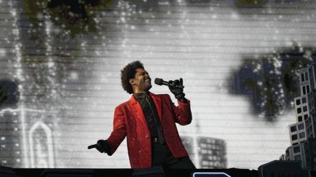 Der kanadische Rapper The Weeknd bei der Halbzeitshow des Super Bowls in Florida.