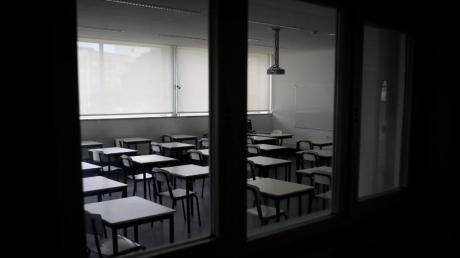 Nacktfotos, heimliche Treffen, Sex. Doch was bei Verliebten nachvollziehbar klingt, ist verboten, wenn es sich bei den Partnern um Schüler und Lehrer handelt.