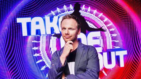 """Ralf Schmitz moderiert die Dating-Show """"Take me out"""". Hier erfahren Sie alles Wichtige zu dem Moderator und den Sendeterminen der Show."""