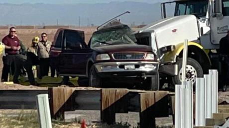 Polizei und Rettungskräfte am Unfallort in Holtville im US-Bundesstaat Kalifornien.