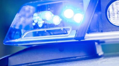 Ein 20-Jähriger ist von der Polizei mit Drogen erwischt worden.