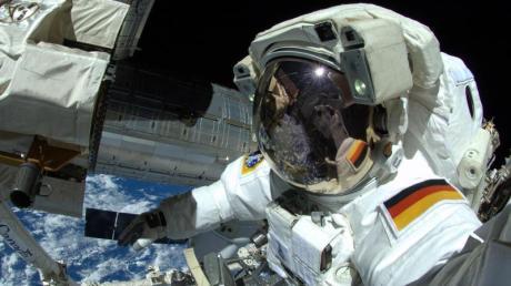 Der deutsche Astronaut Alexander Gerst arbeitet am an der Internationalen Raumstation ISS. (Archivbild).