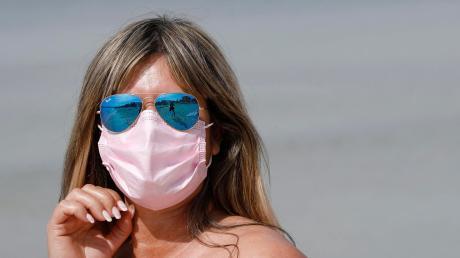 Am Strand von Mallorca besteht nun die Pflicht, eine Corona-Maske zu tragen.