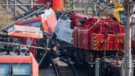 Die Bahn macht noch keine konkrete Prognose zur Dauer der Streckensperrung.