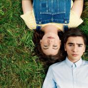 """""""Tonis Welt"""" auf Vox: TV-Termine, Darsteller, Handlung. Unser Bild zeigt Toni (Ivo Kortlang) und Valerie (Amber Bongard)."""