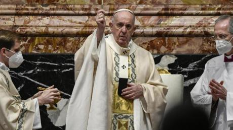 Auch im Petersdom wird in der Pandemie Maske getragen: Papst Franziskus bei der Messe zum Ostersonntag.
