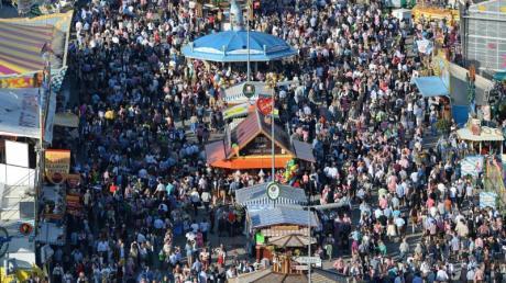 Ein Bild aus ferner Zeit: Menschenmassen beim Oktoberfest 2016.