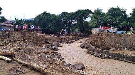 Die Schäden, wie hier an einer Brücke in Waiwerang, sind unübersehbar.