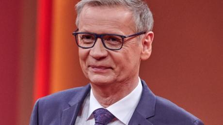 Auch der TV-Moderator Günther Jauch wirbt für eine Corona-Impfung. Nun hat er sich selbst mit dem Virus angesteckt.