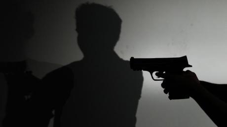 Ein 66-Jähriger schoss in Bergkirchen nach einem Streit auf seine Ehefrau.