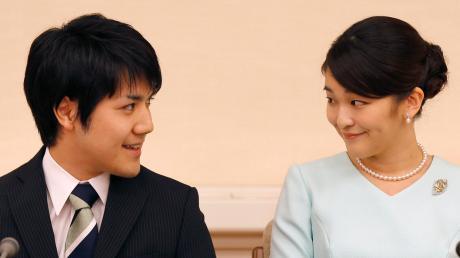 Die japanische Prinzessin Mako und ihr Freund Kei Komuro bei der Bekanntgabe ihrer Verlobung im September 2017.