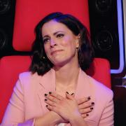"""""""The Voice Kids"""" 2021: Stefanie Kloß wird bei den Battles zu Tränen gerührt. Lesen Sie hier die Vorschau zu Folge 8. Welche Kandidaten treten gegeneinander an?"""