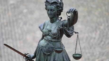 Vor dem Oberlandesgericht (OLG) München hat am Donnerstag der Prozess gegen eine mutmaßliche Rechtsterroristin begonnen.