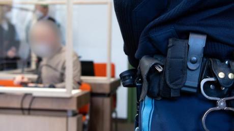 Die Münchner Staatsanwaltschaft wirft einem Physiotherapeuten Vergewaltigung imRahmen vonBehandlungen vor - der Angeklagte ist einschlägig vorbestraft.