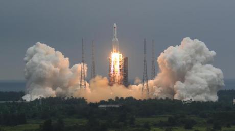 China weist Sorgen vor Trümmern seiner Rakete zurück.