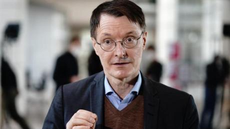 Karl Lauterbach, Gesundheitsexperte der SPD, gibt ein Interview. (Archivbild).